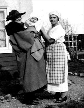 Aunt Grace, Lois and Pearl LaFara, 1917