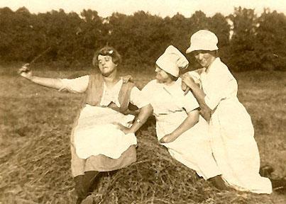 Grace, Nell and Augusta Osborne, 1910